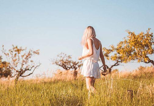 喜欢一个人就变得卑微,喜欢一个人而变得更好