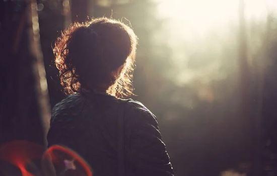 我和女朋友都是学生,恋爱后分手,他说我变了,怎样挽回