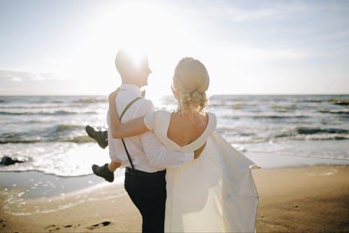 男朋友总说要和我结婚,可我不想着急,想再谈几年恋爱,我该怎么办?