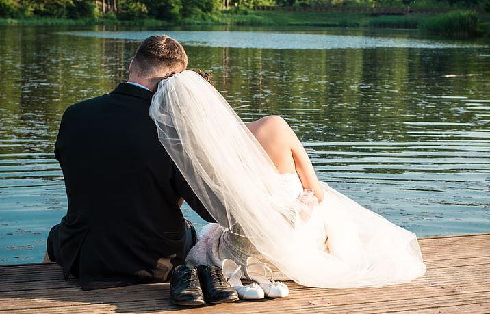 老婆外面有人的表现,老婆有外遇怎么办?