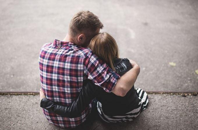 男朋友说他感觉心累了,对感情冷淡,我该怎么办?
