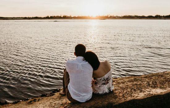 男情人和前女友暧昧,和他闹情绪分手了,该怎么挽回他?