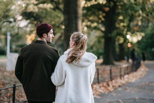 老婆对我冷淡,我觉得她不爱我了,该怎么挽回?