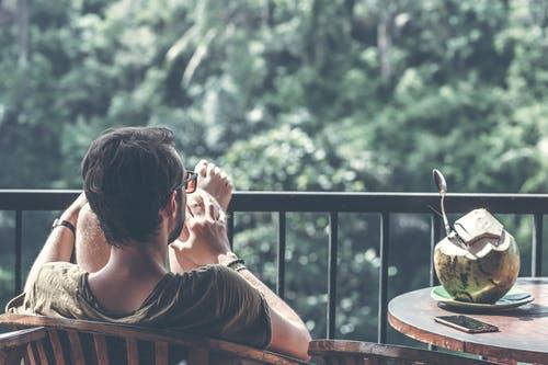 想跟男朋友分手,和他聊天没话题,怎么才能不伤害他?