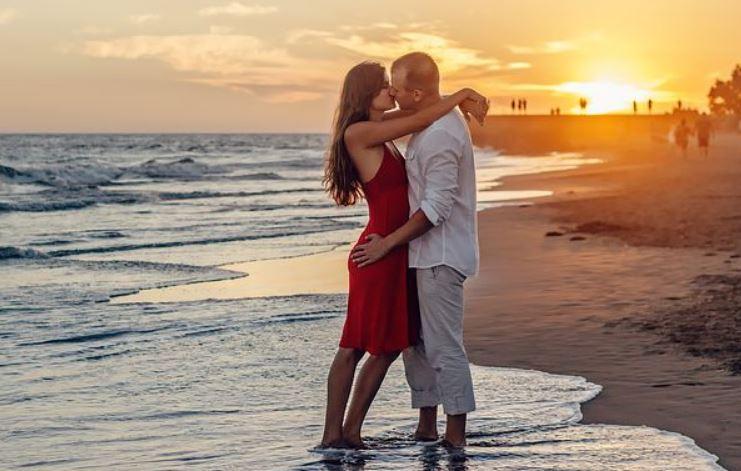 和男友异地恋,他总是和我提分手,我该怎么挽回他?