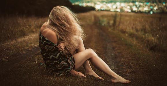 不知道女朋友爱不爱我,她脾气很不好,我该怎么应对?