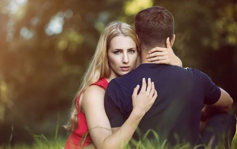 男友和他老婆不离婚,男友不肯分手,我该怎么办?