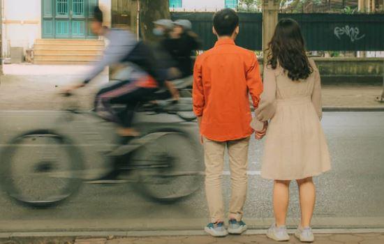 结婚后遇到初恋,他老婆怀疑我们的关系,现在他对我冷淡怎么办?
