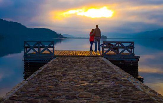 父母反对男朋友年龄大,我们分手了,该怎么挽回他?