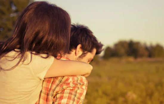 我是离过婚的男人,女友父母不同意,分手了怎么挽回?