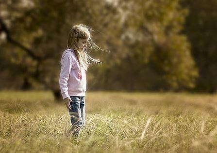 喜欢上一个女孩,她和别人在一起了,怎么追她?