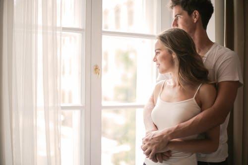 能果断结束婚外感情的女人,爱的越深离开的越干脆