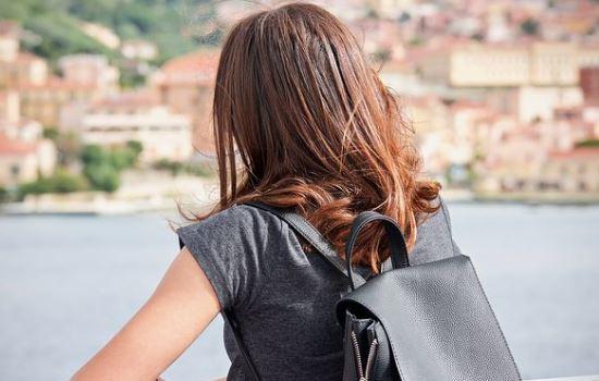 害怕男友离开我,特别敏感多疑,要怎么摆脱这种情绪?