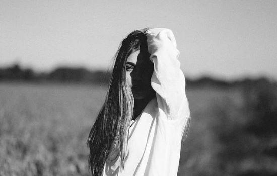 女生彻底放下的表现,死心也能挽回她的策略