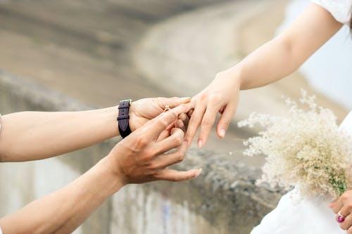 婚外情人分手能做朋友吗,想和对方再爱一次