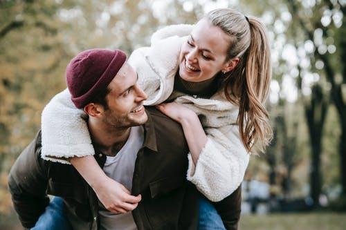 父母坚决不同意我和男友在一起,我应该怎么说服父母成全我们