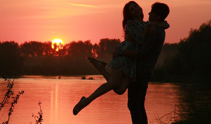 分手情人越绝情越难过,双方谁伤的更深