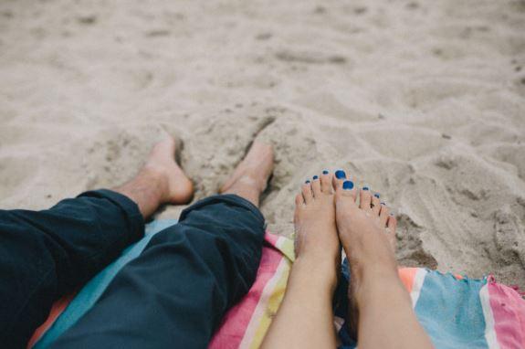 情人分手后念念不忘,后悔时会有的一系列表现