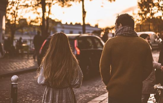 闹矛盾后冷战,男友不主动联系我还能挽回吗?吵架后男朋友从不主动找我怎么办?